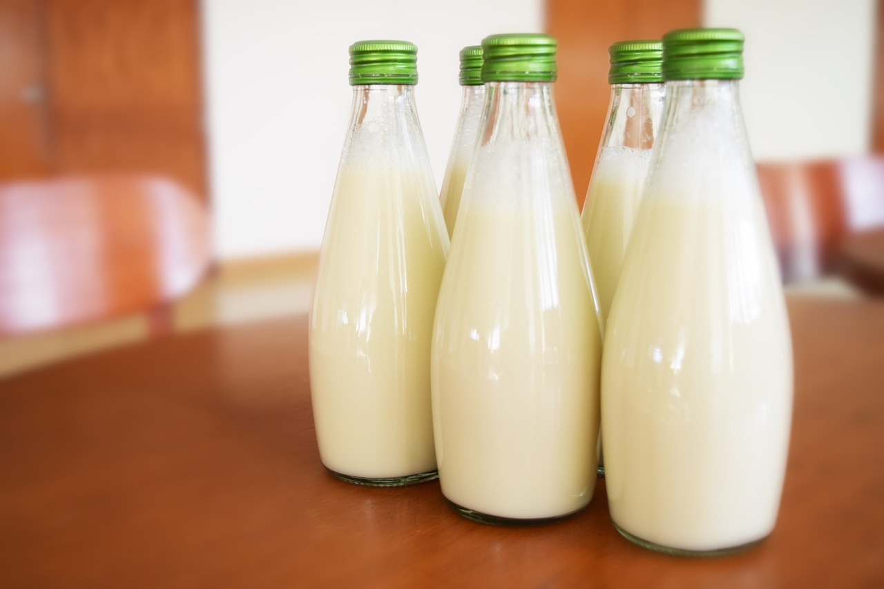 молоко в бутылке