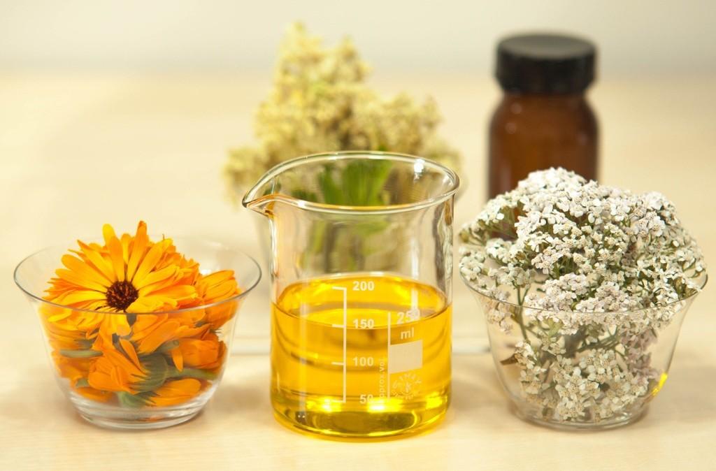 льняное масло и цветы
